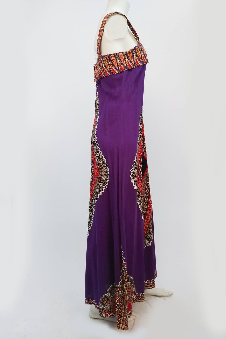 Printed Purple Hippie Maxi Cotton Dress, 1960s. Printed boho cotton dress, wide straps, slightly flared A-line silhouette. Zips up back with metal zipper.