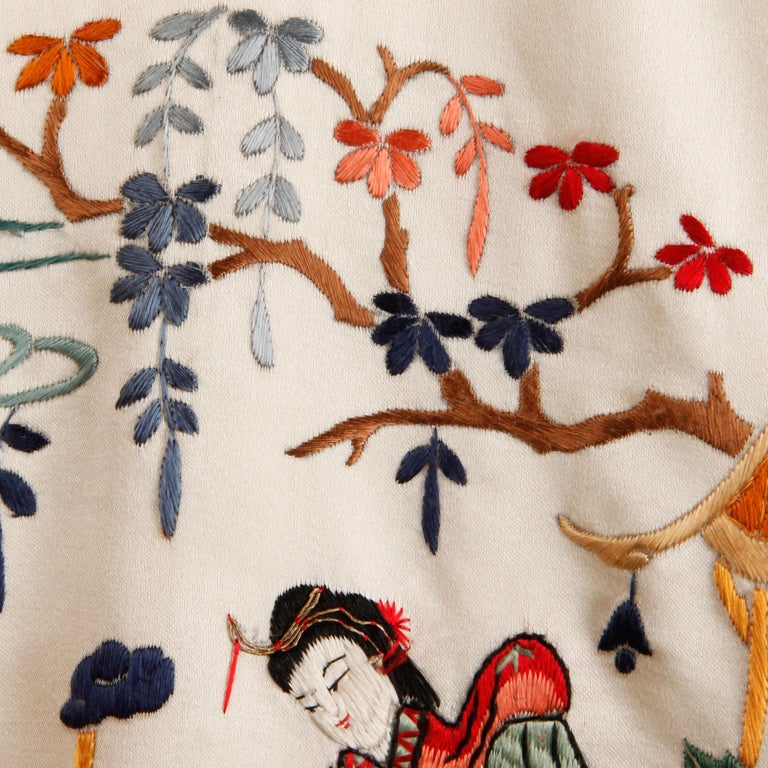 Pristine 20th C. Vintage Chinese White Embroidered Figures + Flowers Silk Robe  For Sale 6