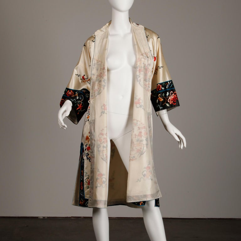 Pristine 20th C. Vintage Chinese White Embroidered Figures + Flowers Silk Robe  For Sale 5