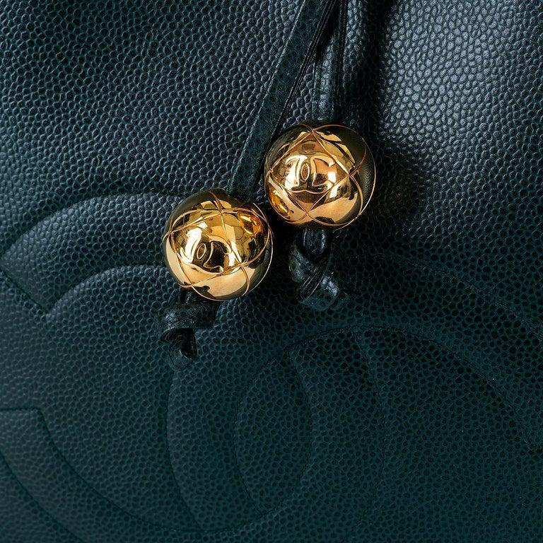 Chanel 'Vert Emerald' Caviar  Shoulder Bag- Iconic 'CC' Globes - Pristine - Rare For Sale 2