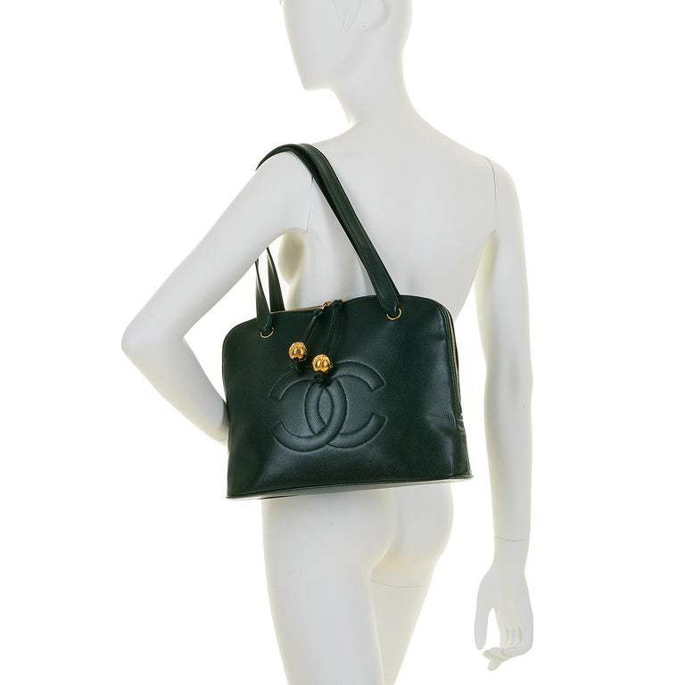Chanel 'Vert Emerald' Caviar  Shoulder Bag- Iconic 'CC' Globes - Pristine - Rare For Sale 1