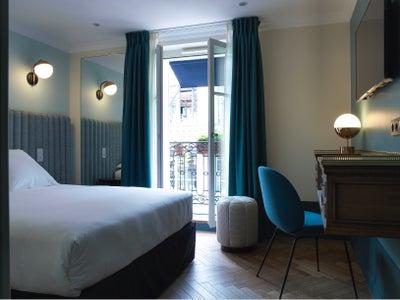 hotel design ideas pictures on 1stdibs. Black Bedroom Furniture Sets. Home Design Ideas