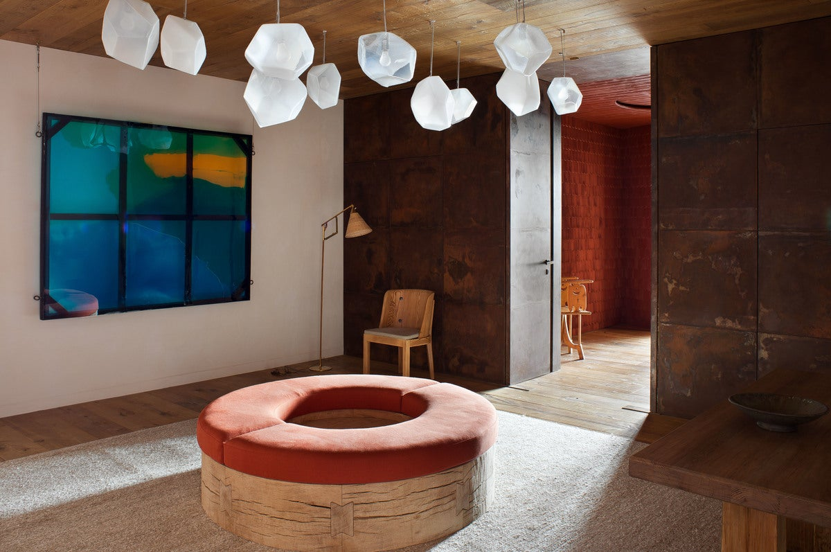 Arts and crafts entry and hall in andermatt switzerland for Interieur architecture