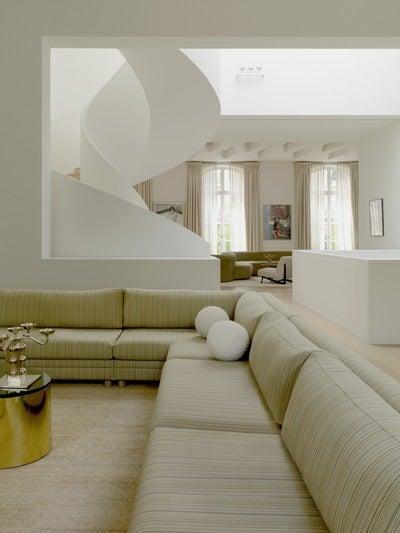 tour eiffel by pierre yovanovitch architecture d 39 int rieur. Black Bedroom Furniture Sets. Home Design Ideas