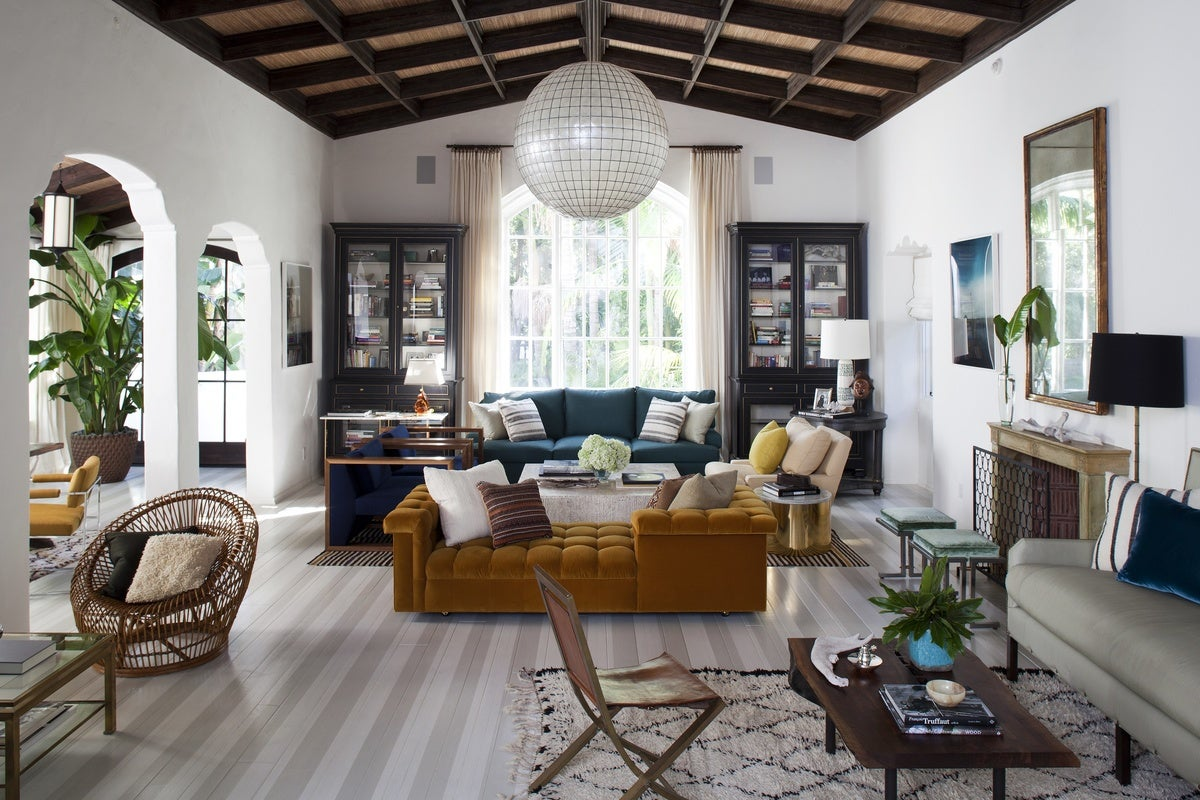 Contemporary living room in us by nate berkus associates for Family room los angeles