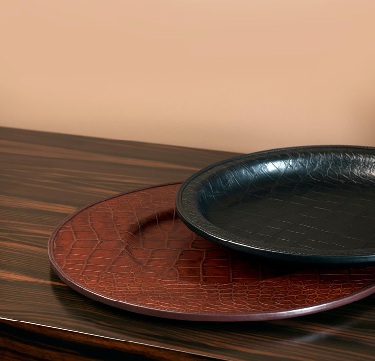 Promemoria furnishing accessories are much more than just objects for the home, they are small accents of style that complete the vision that Romeo Sozzi has of everyday life. Mercurio is a table set composed of dish, plate and tray. The materials