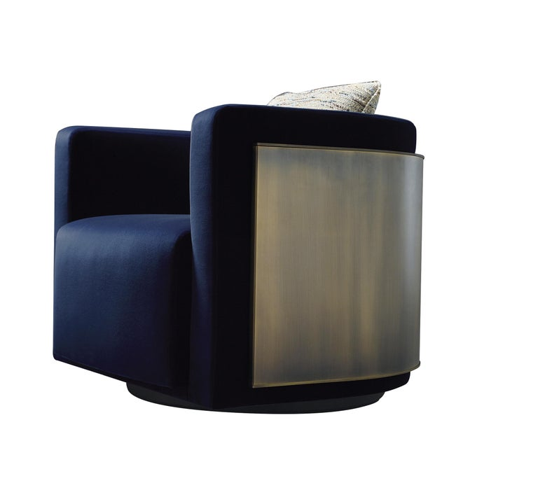 Pervinca is a swivel armchair that belongs to the