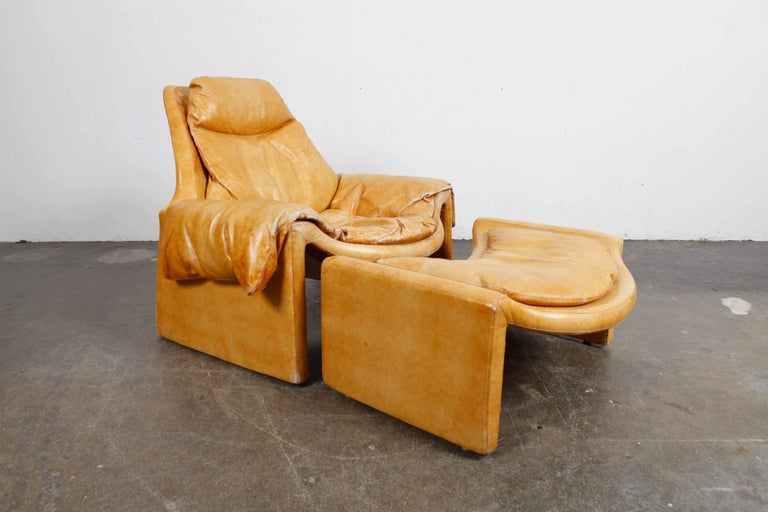 'Proposal Series' Leather Lounge Chair/Ottoman by Vittorio Intrioni for Saporiti In Good Condition In North Hollywood, CA