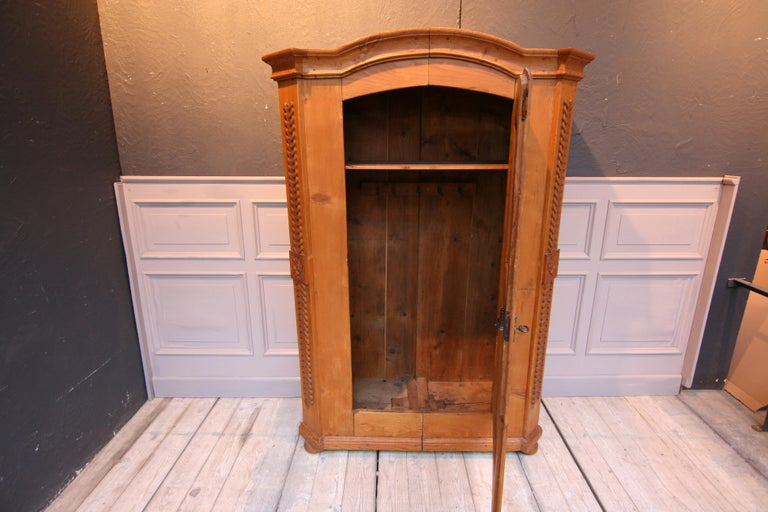 Provincial Cabinet Made of Pine, Empire Period circa 1820 In Good Condition For Sale In Dusseldorf, DE