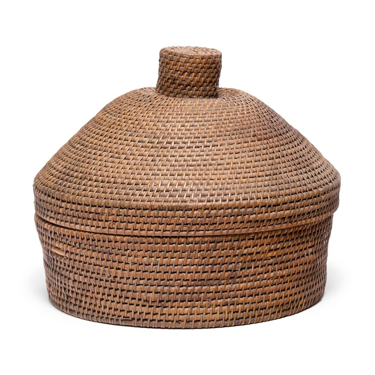 No self-respecting man in Qing-dynasty China would leave the house without some kind of hat. In fact, headgear was so central to social status that even the containers used to store one's hat were beautifully constructed.  The conical lid of this