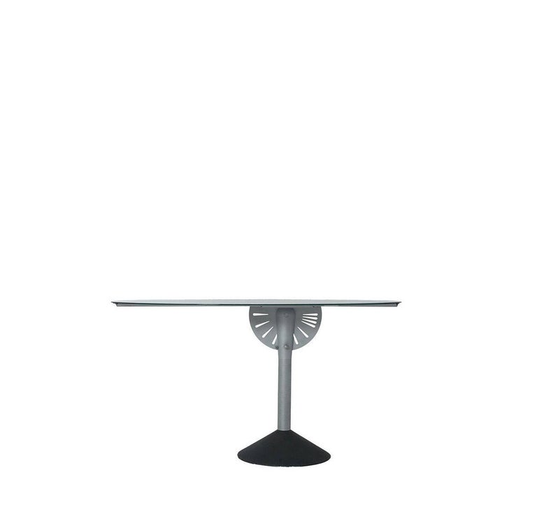 With his usual skill, supported by a strong capacity for imagination, Philippe Starck designs a mirror (or table) that, with the simple twish of a joint, turns into a table (or mirror).