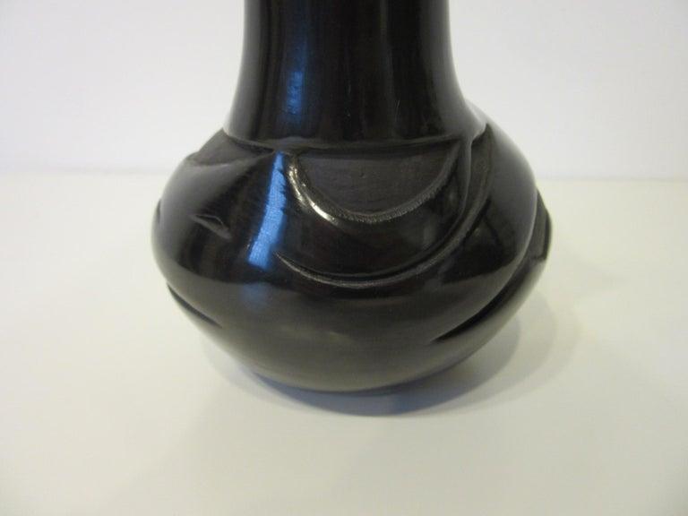 Pueblo American Indian Pottery Vase by Glenda Naranjo In Good Condition For Sale In Cincinnati, OH