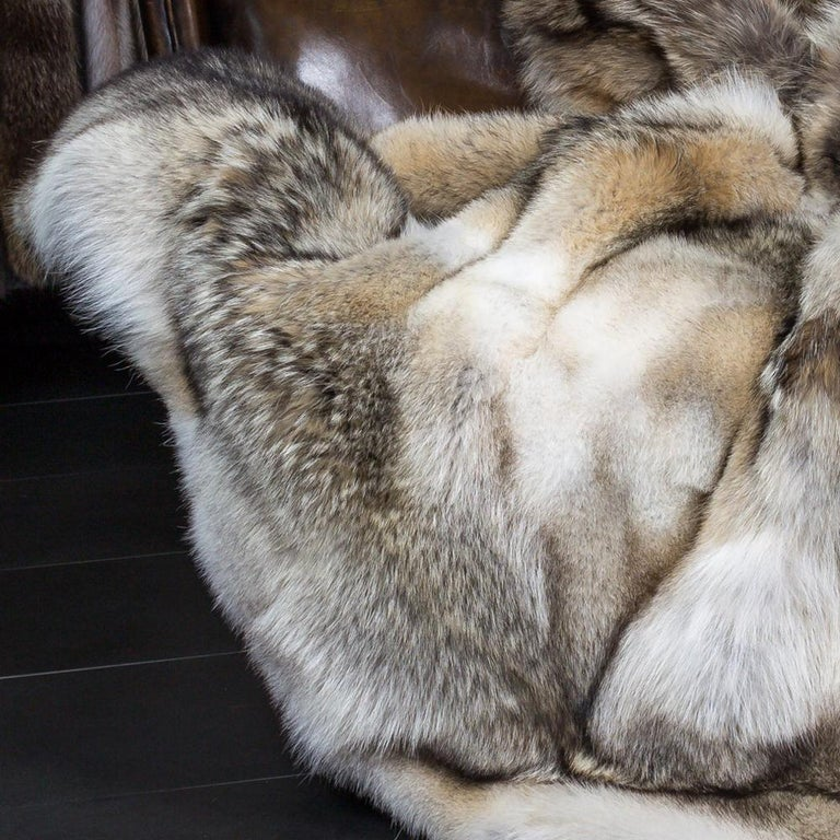 Plaid pure Coyote with hand-sewn beige  cashemire back. Exceptional piece and  high quality handmade.
