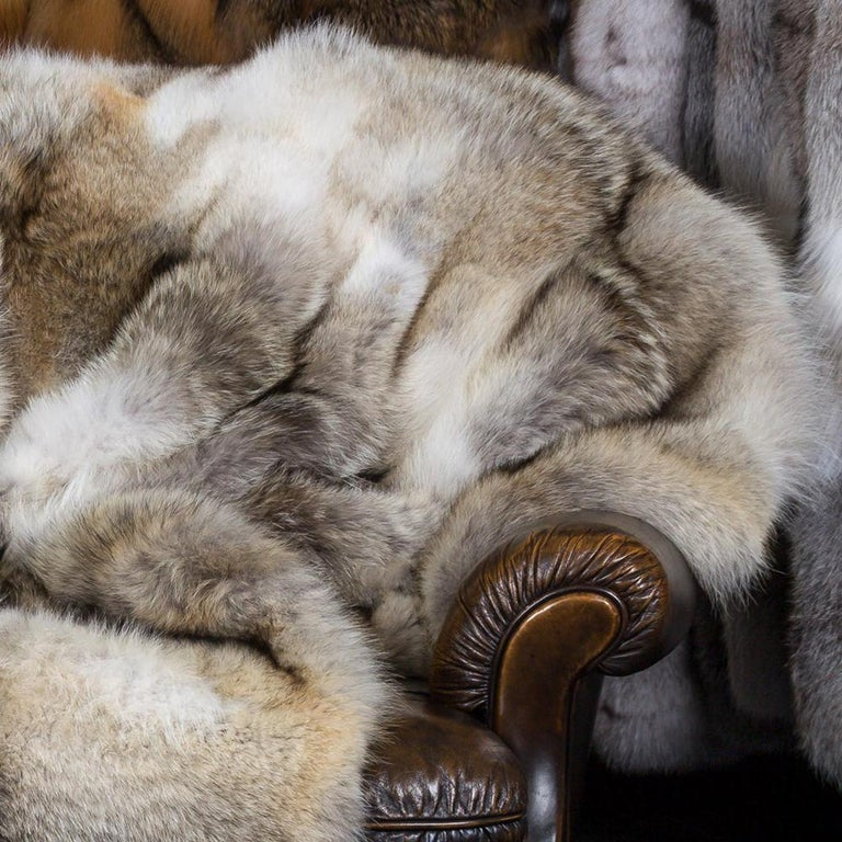 Pure Coyote Fur Plaid with Cashemire In New Condition For Sale In Paris, FR