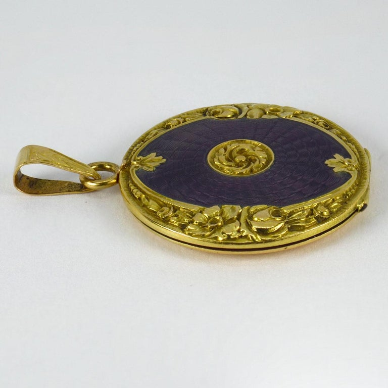 Purple Enamel 18k Yellow Gold Pendant Locket In Good Condition For Sale In London, GB
