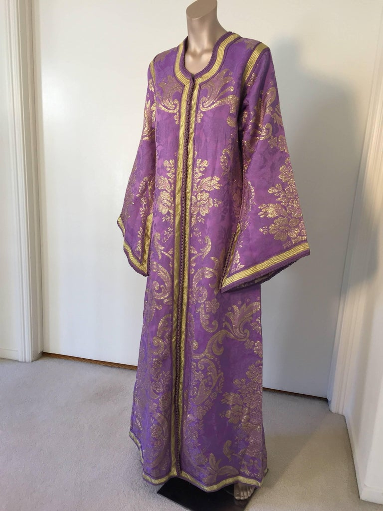 Evening or interior lavender and gold metallic floral brocade dress kaftan with gold trim. Hand-made ceremonial caftan from North Africa, Morocco. Vintage exotic 1970s metallic purple brocade caftan gown. The luminous lavender and gold metallic