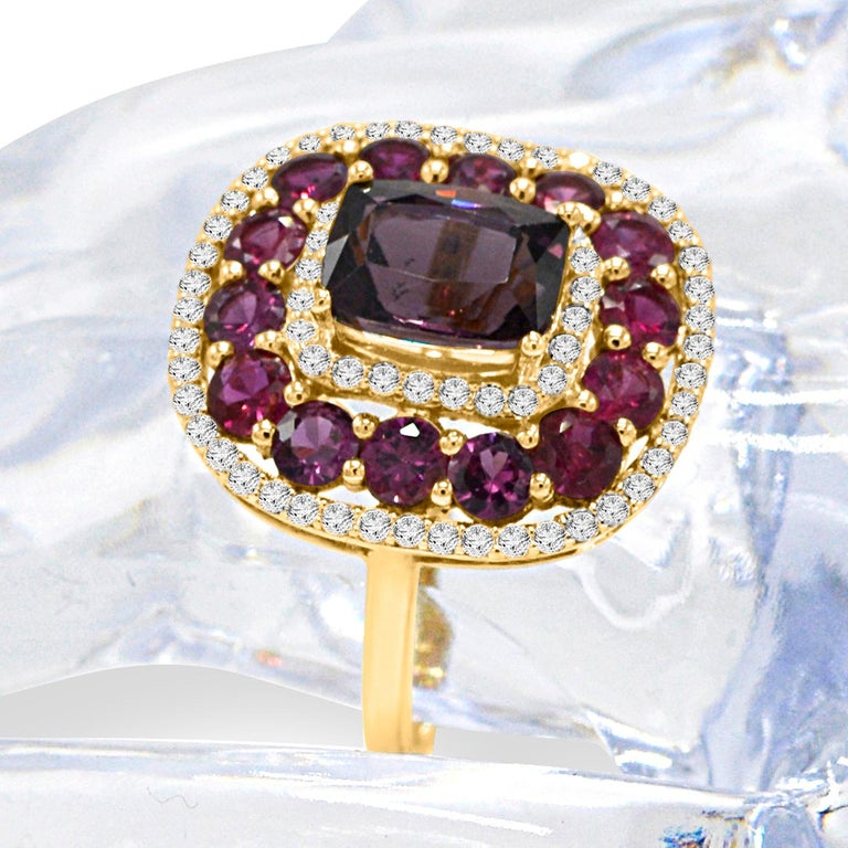 Cushion Cut Purple Spinel Ring and Ruby, 14 Karat Rose Gold Cushion Shape Spinel 2.40 Carat For Sale