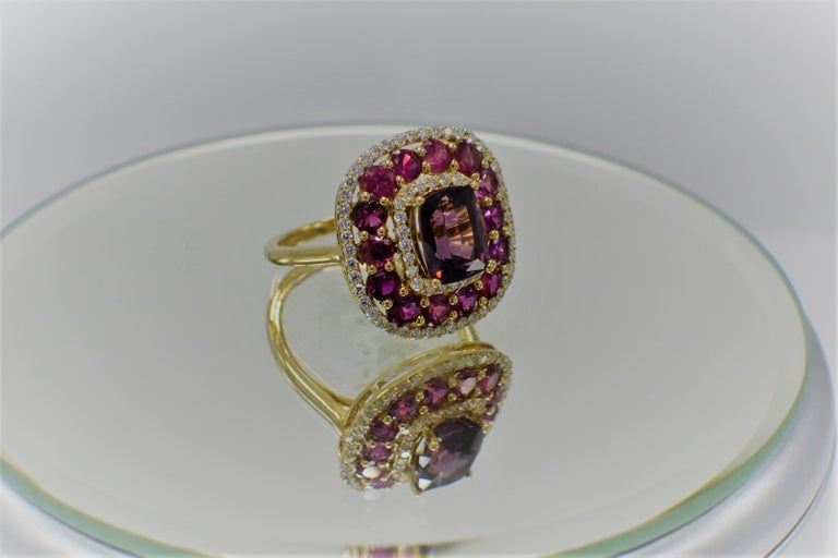 Purple Spinel Ring and Ruby, 14 Karat Rose Gold Cushion Shape Spinel 2.40 Carat For Sale 2