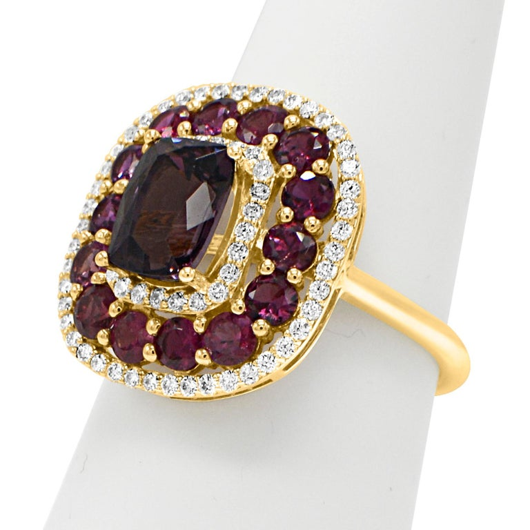 Women's Purple Spinel Ring and Ruby, 14 Karat Rose Gold Cushion Shape Spinel 2.40 Carat For Sale
