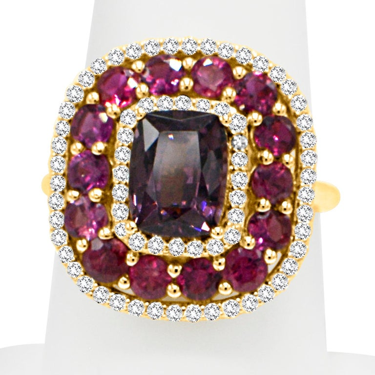 Purple Spinel Ring and Ruby, 14 Karat Rose Gold Cushion Shape Spinel 2.40 Carat For Sale 1