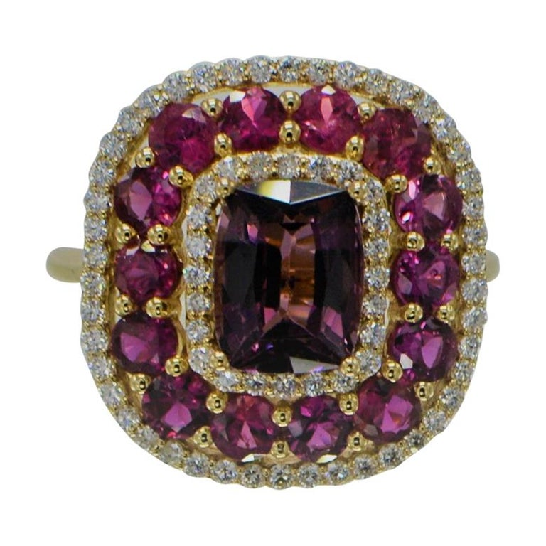 Purple Spinel Ring and Ruby, 14 Karat Rose Gold Cushion Shape Spinel 2.40 Carat For Sale