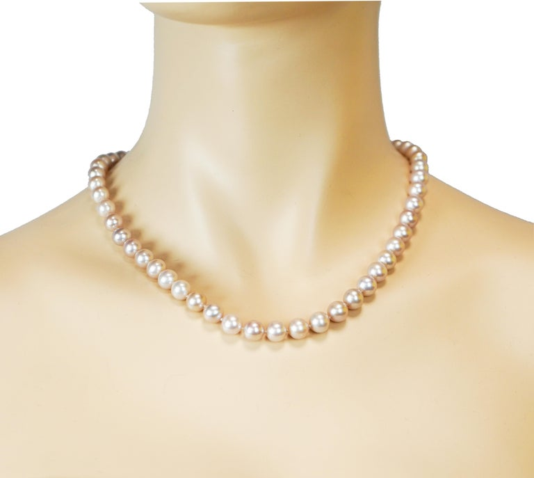 Purplish Pearl Necklace with Yellow Gold Clasp In New Condition For Sale In Greenwich, CT