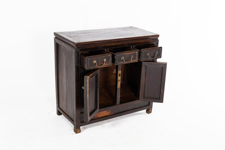 Qing Dynasty Cabinet with Three Drawers and a Pair of Doors In Good Condition For Sale In Chicago, IL