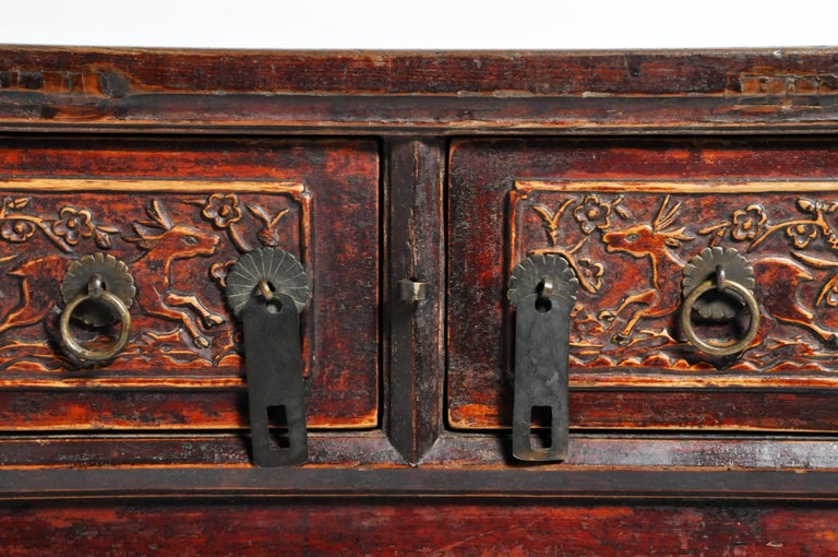 Qing Dynasty Chinese Butterfly Cabinet with Original Patina For Sale 7