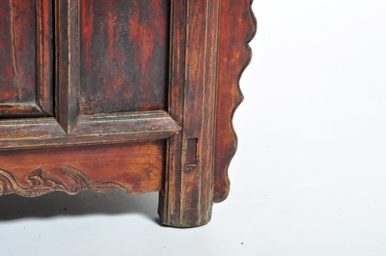 Qing Dynasty Chinese Butterfly Cabinet with Original Patina For Sale 9