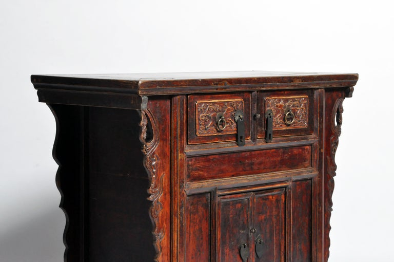 Qing Dynasty Chinese Butterfly Cabinet with Original Patina For Sale 11