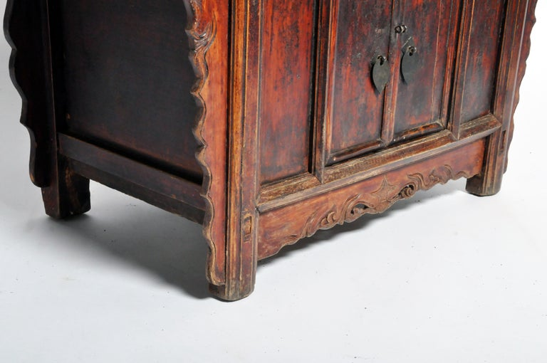 Qing Dynasty Chinese Butterfly Cabinet with Original Patina For Sale 12