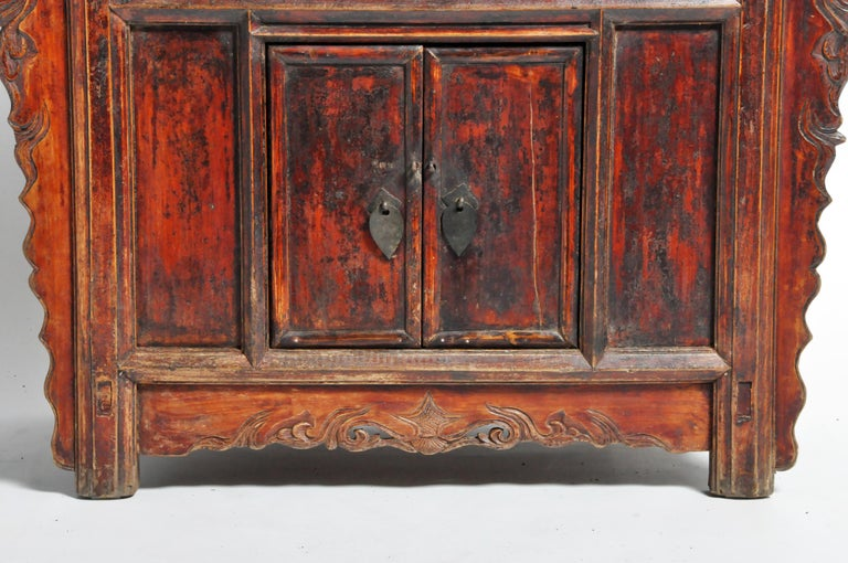 Qing Dynasty Chinese Butterfly Cabinet with Original Patina For Sale 1