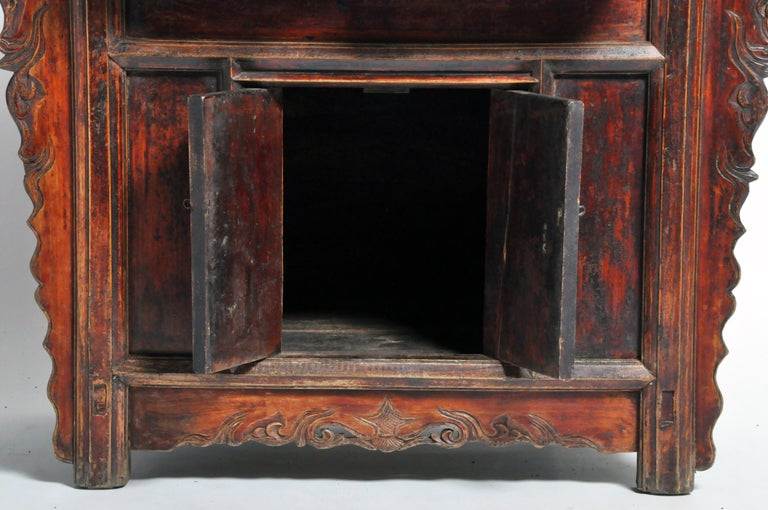 Qing Dynasty Chinese Butterfly Cabinet with Original Patina For Sale 4