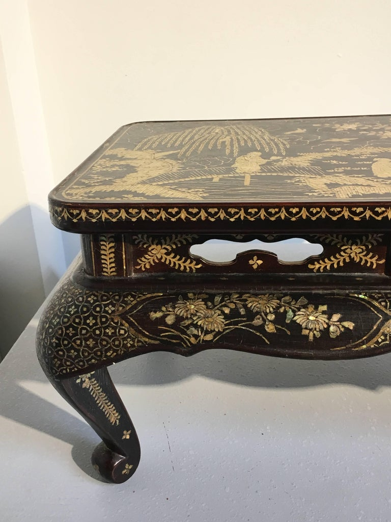Qing Dynasty Chinese Lacquer and Mother-of-Pearl Small Table, 18th-19th Century For Sale 11