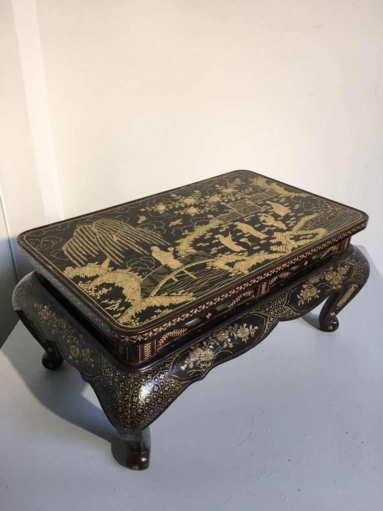 Qing Dynasty Chinese Lacquer and Mother-of-Pearl Small Table, 18th-19th Century For Sale 5