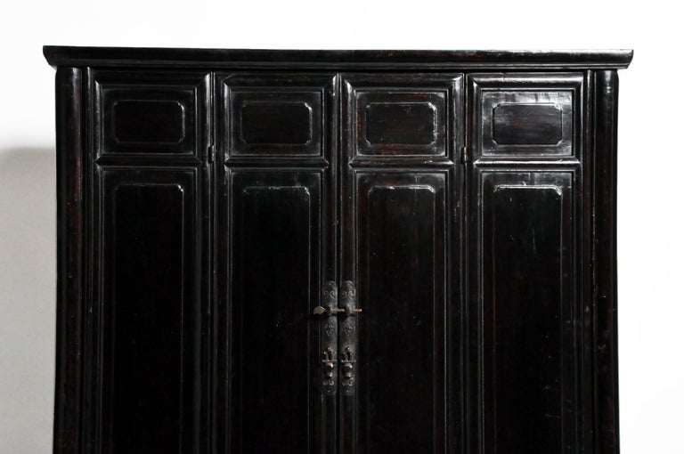 Qing Dynasty Clothing Cabinet with Four Drawers For Sale 1