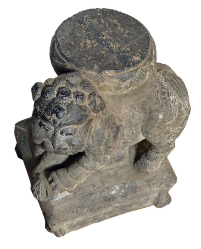 Qing Dynasty Hand-Carved 19th Century Chinese Stone Foo Dog Lion Statue For Sale 3