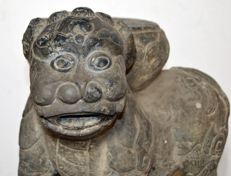 Qing Dynasty Hand-Carved 19th Century Chinese Stone Foo Dog Lion Statue For Sale 5