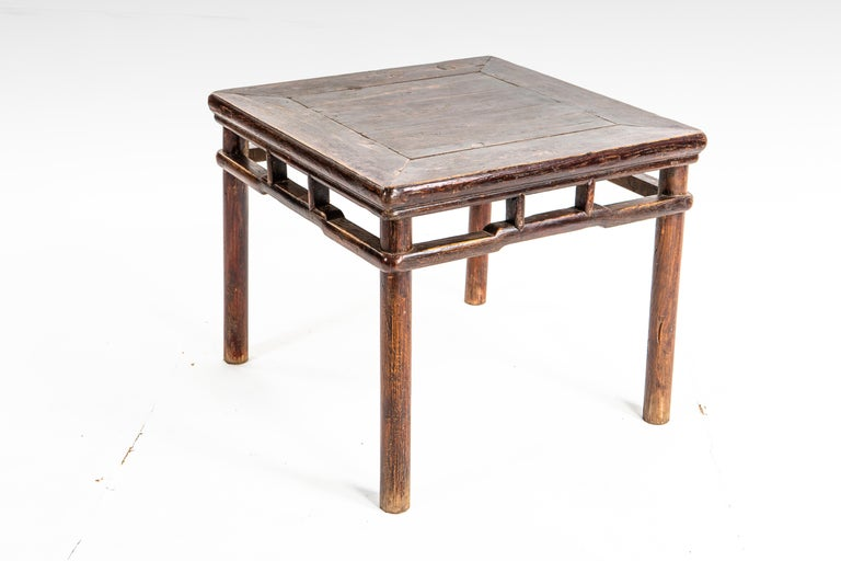 Qing Dynasty Small Side Table In Good Condition For Sale In Chicago, IL