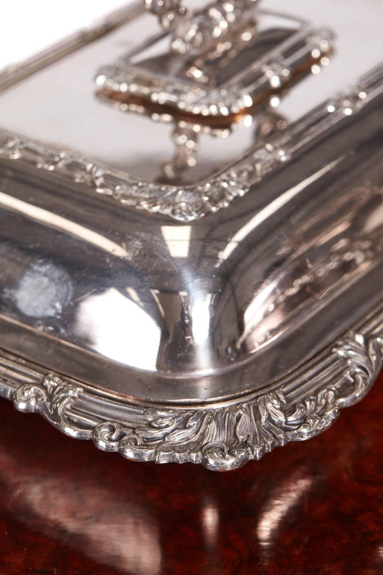 Quality Pair of Antique Sheffield Plate Entree Dishes In Good Condition For Sale In Stutton, GB