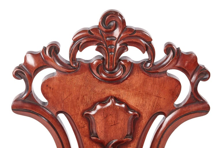 European Quality Pair of William IV Mahogany Hall Chairs For Sale