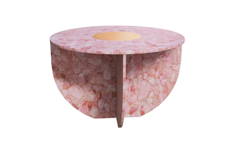 Quartz Elizabeth love table handsculpted by ELEMENT&CO Dimensions: 110 Ø x 71 cm Materials: Rose quartz tabletop, rose glass feet with brass tray  Elisabeth Love is totally sculpted in rose quartz. Its curved lines and circular shape turn this piece
