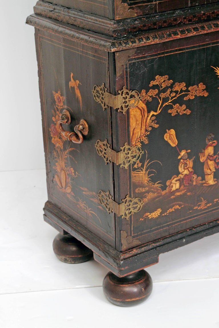 Queen Anne Collectors Cabinet / Japanned In Good Condition For Sale In Dallas, TX