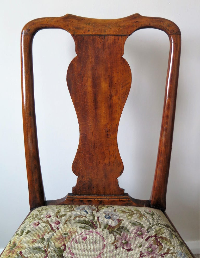Queen Anne Period Walnut Chair Cabriole Legs and Stretchers, English, circa 1700 For Sale 6