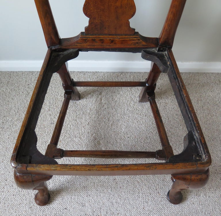 Queen Anne Period Walnut Chair Cabriole Legs and Stretchers, English, circa 1700 For Sale 8
