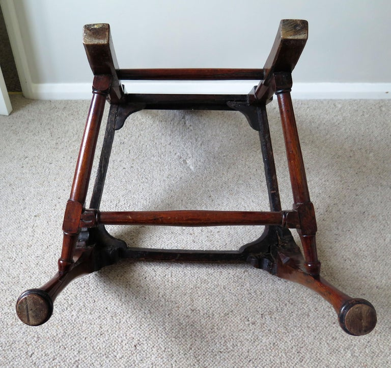 Queen Anne Period Walnut Chair Cabriole Legs and Stretchers, English, circa 1700 For Sale 15