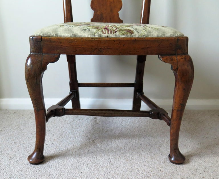 Queen Anne Period Walnut Chair Cabriole Legs and Stretchers, English, circa 1700 In Fair Condition For Sale In Lincoln, Lincolnshire