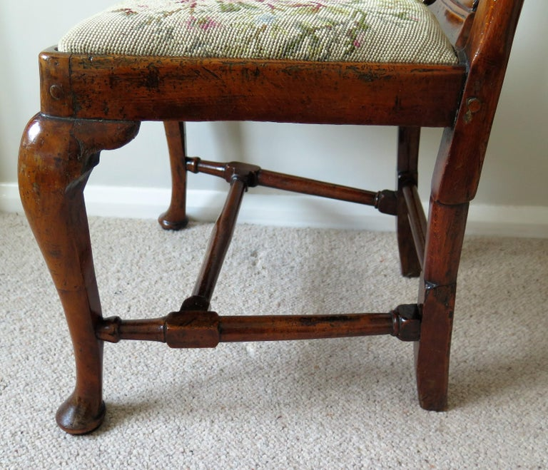 Queen Anne Period Walnut Chair Cabriole Legs and Stretchers, English, circa 1700 For Sale 1