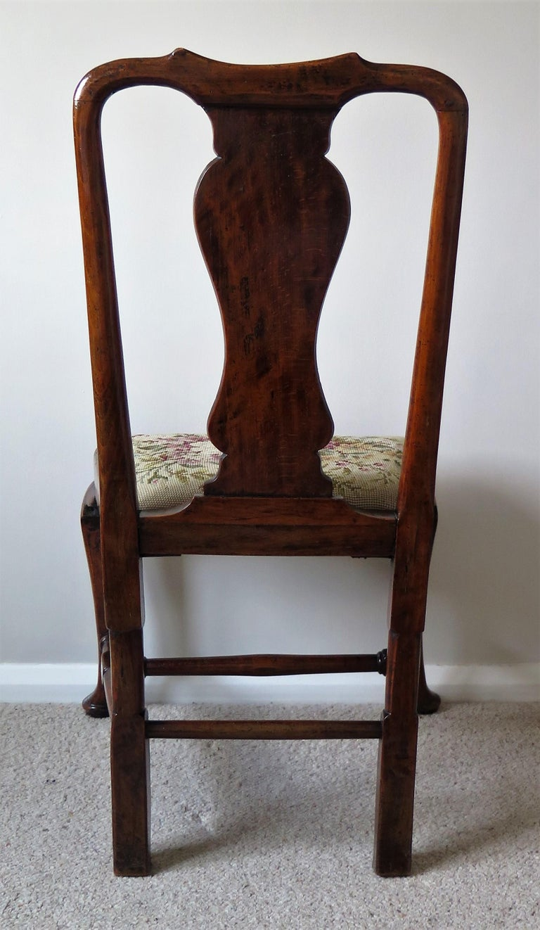 Queen Anne Period Walnut Chair Cabriole Legs and Stretchers, English, circa 1700 For Sale 2