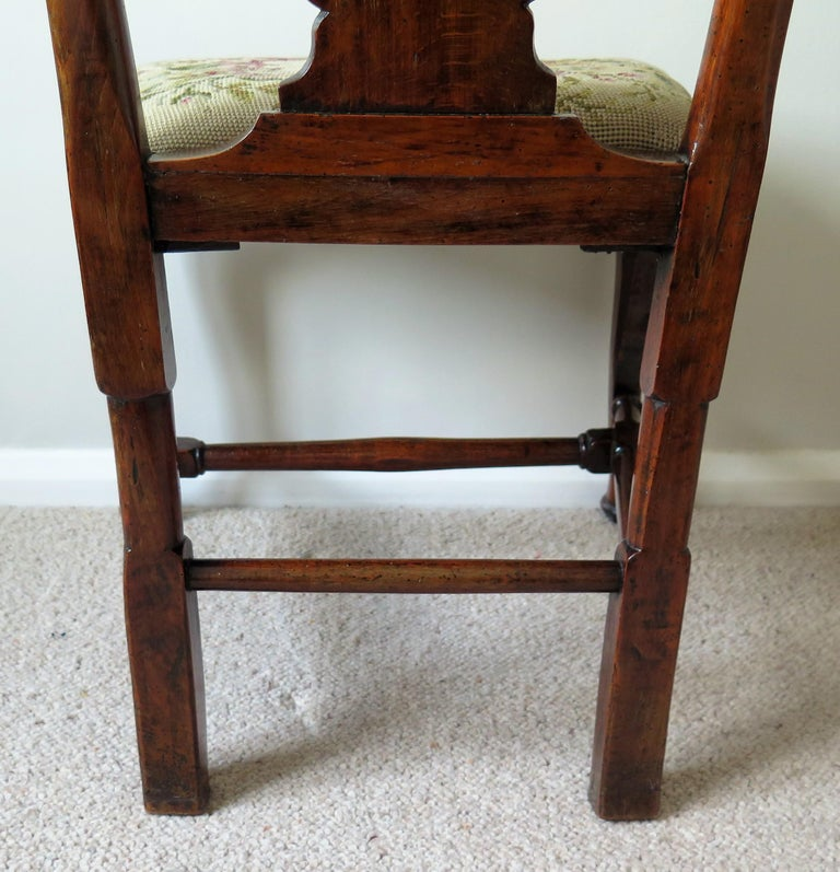 Queen Anne Period Walnut Chair Cabriole Legs and Stretchers, English, circa 1700 For Sale 3
